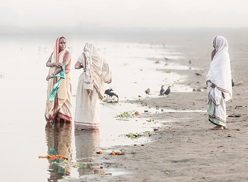 Women-at-the-holy-river